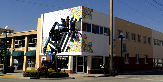 Jessy nite 39 s video for her dhmp mural schrift farbe for Downtown hollywood mural project